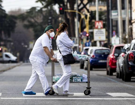 Εφιάλτης δίχως τέλος στην Ιταλία: 743 νεκροί σε 24 ώρες, συνολικά 6.820 θύματα!