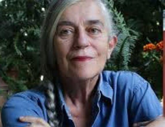 Η συγγραφέας Ι. Καρυστιάνη για την Παναγία των Παρισίων και για τις «Χίλιες Ανάσες»