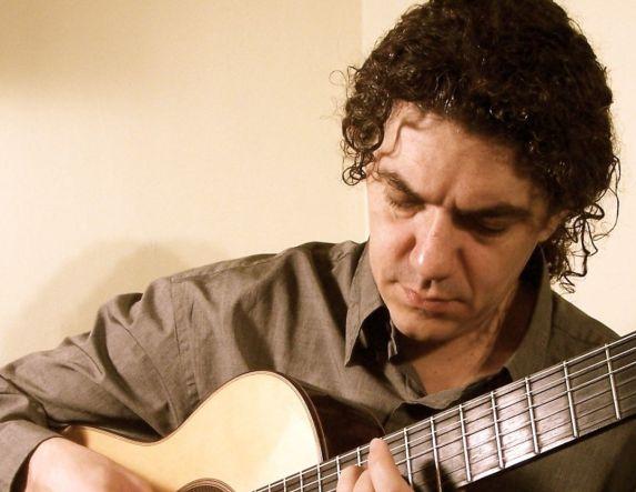 Ο Δημήτρης Κουρζάκης μιλάει για το Διεθνές Φεστιβάλ κιθάρας Βέροιας, στον AKOU 99.6