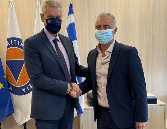 Ο Λάζαρος Τσαβδαρίδης στον αρμόδιο Υφυπουργό για θέματα της Πυροσβεστικής Υπηρεσίας και της πυροπροστασίας των δασών