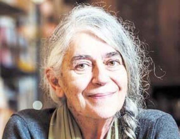 Ιωάννα Καρυστιάνη με αφορμή την καταστροφή  της Παναγίας των Παρισίων