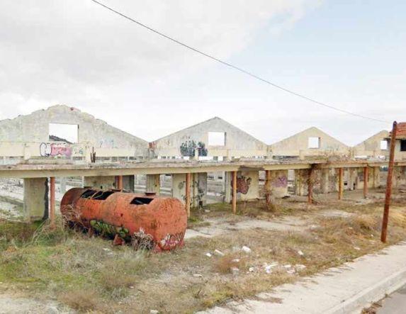 Εστία ρύπανσης τα κτίσματα των πρώην στάβλων του Σπανού στον οικισμό Πανοράματος στον Δήμο Βέροιας