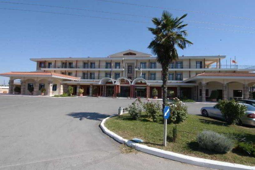 Δημήτρης Μάντσιος: To ξενοδοχείο