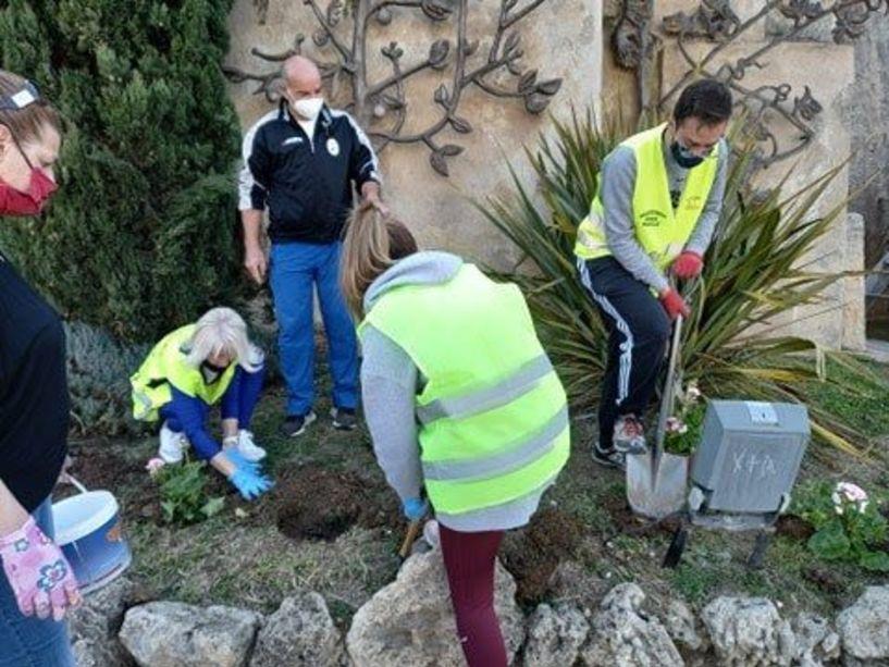 Δήμος Νάουσας: Συνεχίζονται οι φυτεύσεις λουλουδιών σε κοινόχρηστους χώρους της πόλης και στις Κοινότητες