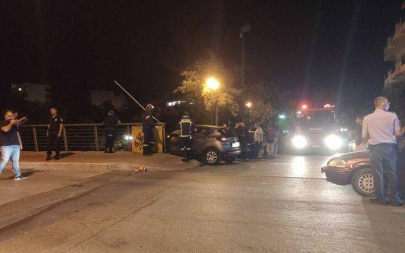Απίστευτο τροχαίο στη Λάρισα: Αυτοκίνητο έριξε δύο ανήλικους από τη γέφυρα του Αλκαζάρ