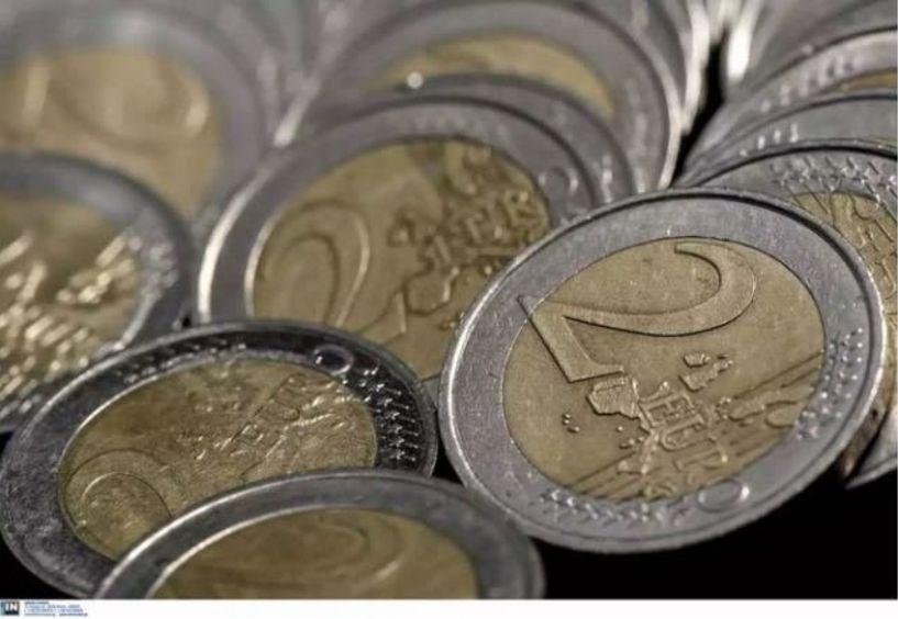 Πλαστά κέρματα των 2 ευρώ κατέκλυσαν την αγορά - Το τρικ για να τα διακρίνουμε...