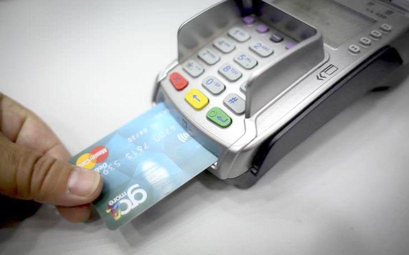 Δείτε ποιες κατηγορίες επιχειρήσεων πρέπει να αποδέχονται πληρωμές μέσω χρεωστικών και πιστωτικών καρτών