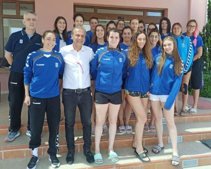 Υποδοχή της Εθνικής ομάδας Χάντμπολ γυναικών από τον αντιδήμαρχο Αλέξη Τσαχουριδη - Ευχές για την προκριματική φάση του Euro 2022