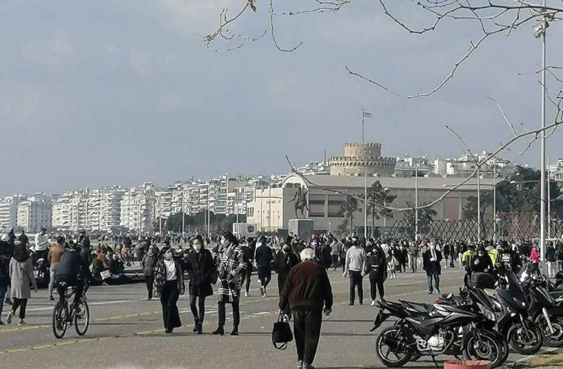 Κυριακάτικη βόλτα στην παραλία Θεσσαλονίκης...εν καιρώ καραντίνας! (εικόνες)