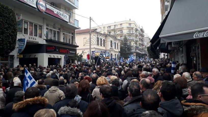 Λαοθάλασσα στη Βέροια για τη Μακεδονία!