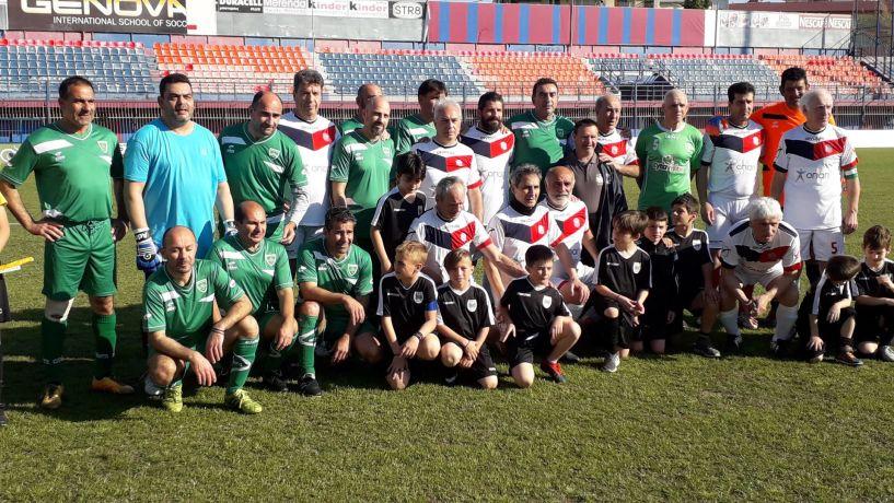 Σε φιλικό αγώνα Παλαίμαχοι Βέροιας παλαίμαχοι Αναγέννησης Δερύνειας Κύπρου 1-1