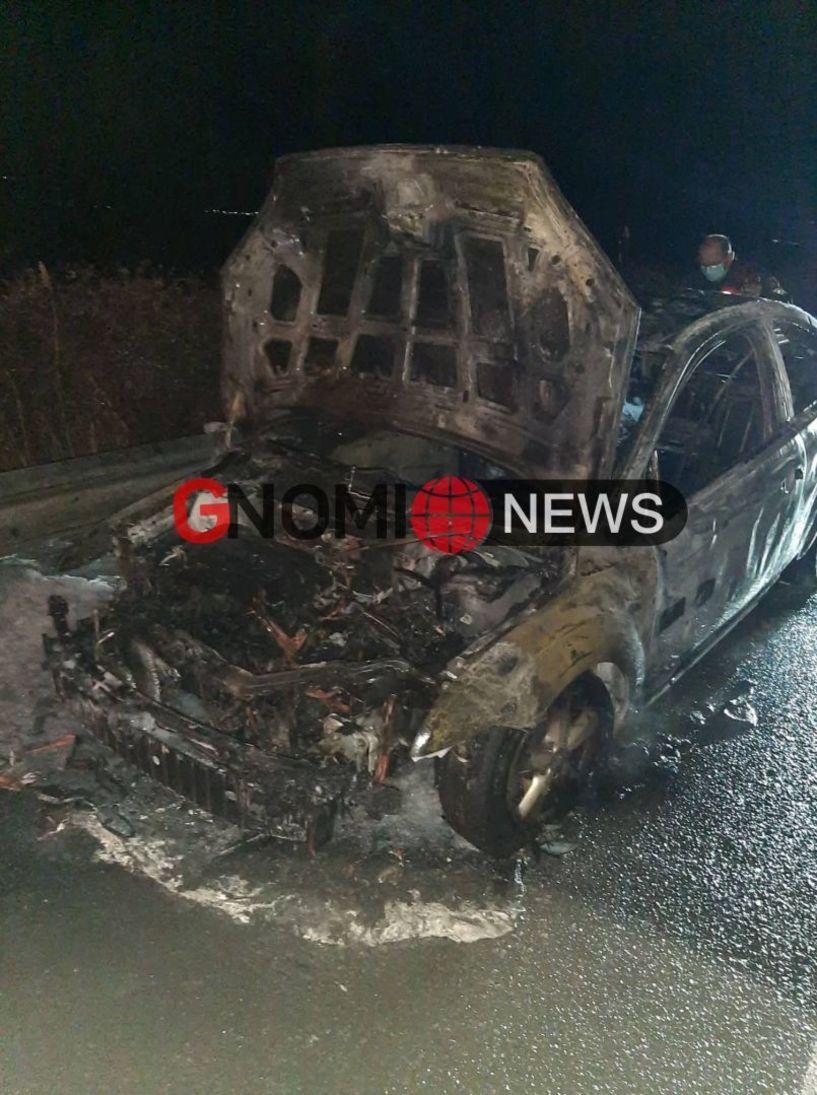 Αλεξάνδρεια Ημαθίας: Αυτοκίνητο τυλίχτηκε στις φλόγες εν κινήσει