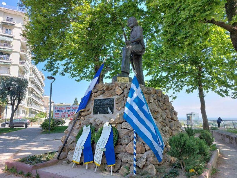 Κατάθεση στεφάνου στο άγαλμα του Αντάρτη στην Εληά από την ΠΕΑΕΑ-ΔΣΕ