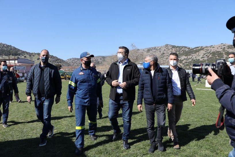 Στις σεισμόπληκτες περιοχές της Θεσσαλίας ο Απ. Τζιτζικώστας - Παρέδωσε 50 σκηνές προσωρινής διαμονής για 250 πληγέντες (Εικόνες)