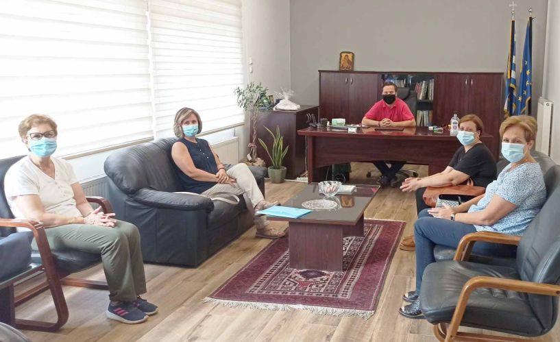 Συνάντηση του Δημάρχου Νάουσας Ν. Καρανικόλα με το νέο Δ.Σ. του Συλλόγου Φίλων του Νοσοκομείου Νάουσας