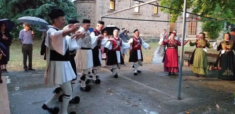 Το χορευτικό του Πολιτιστικού Ομίλου Ξηρολιβάδου στον Ιερό Ναό Αγίας Τριάδος Πανοράματος