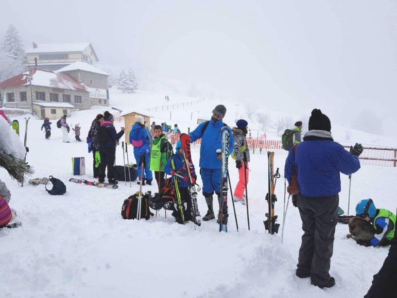 Επανήλθε το ρεύμα και λειτουργεί κανονικά το Χιονοδρομικό Σελίου-Πολύς κόσμος-καθαρός ο δρόμος(σημερινές φωτογραφίες)