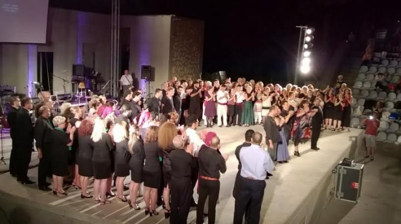 Συνύπαρξη λαών και μουσικών από Κρήτη και Σμύρνη, επί σκηνής!