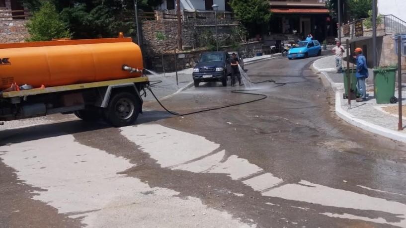 Γενική καθαριότητα και πλύσιμο δρόμων στο Σέλι λόγω της Παναγίας