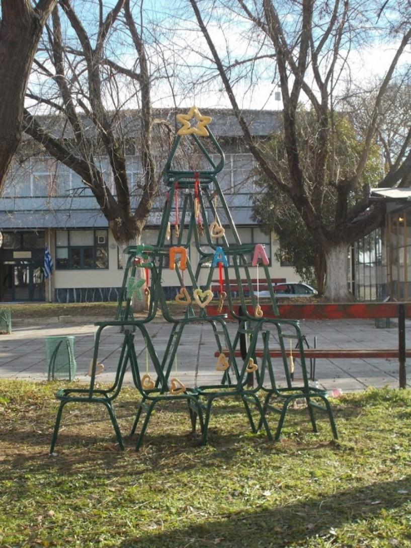 Το ΄εναλλακτικό΄ χριστουγεννιάτικο δένδρο του ΕΠΑΛ & Ε.Κ. Αλεξάνδρειας
