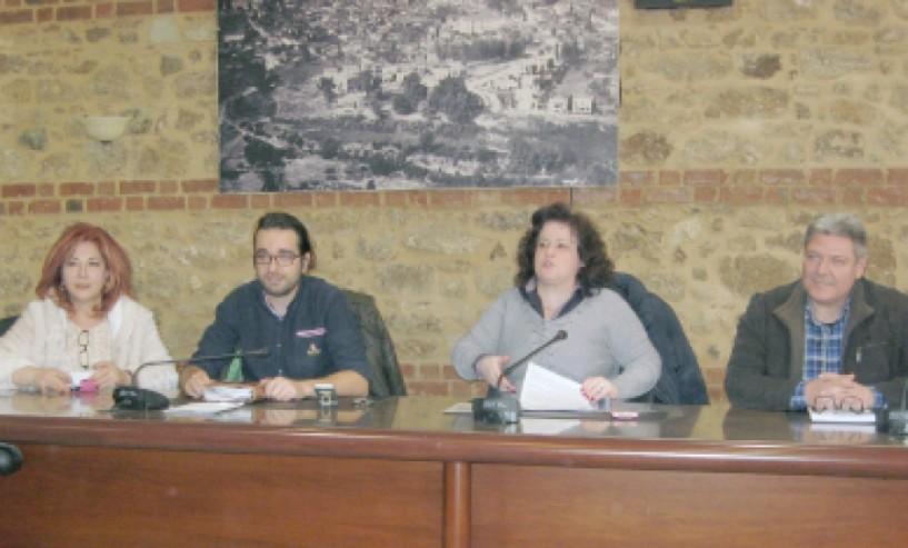 Εμπορικός Σύλλογος Βέροιας - Συνεργασία με το Δημοτικό Ιατρείο για τους  ανασφάλιστους εμπόρους, τρενάκι και ημερολόγιο 2017 στη συνέντευξη