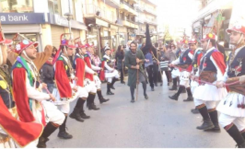 Οι Μωμόγεροι σήμερα το πρωί  στη Βέροια από την Εύξεινο Λέσχη  και τους Συλλόγους  Τετράλοφος και Ροδίτη Κοζάνης