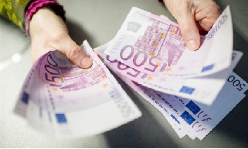 Απίστευτο! ΔΟΥ μπλόκαρε επιστροφή φόρου για οφειλή... 4,5 ευρώ
