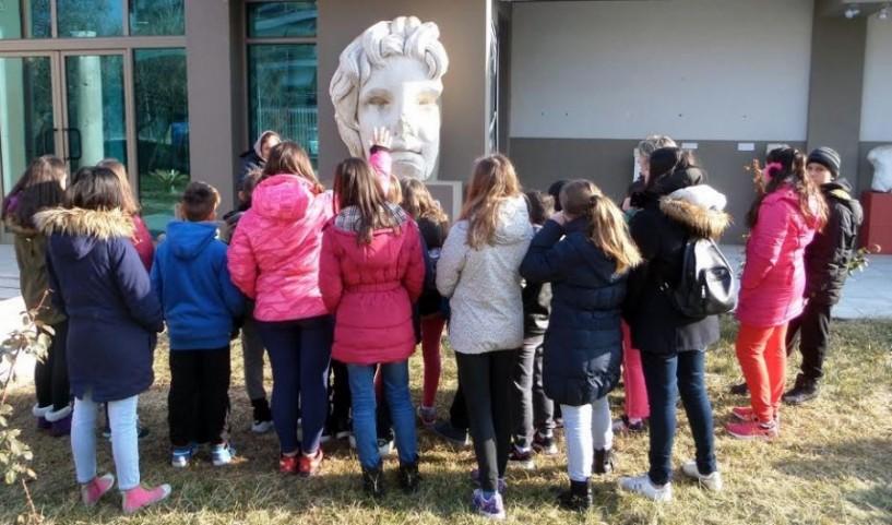 Δράσεις συνεκπαίδευσης ειδικού σχολείου και 8ου δημοτικού Βέροιας στο αρχαιολογικό μουσείο