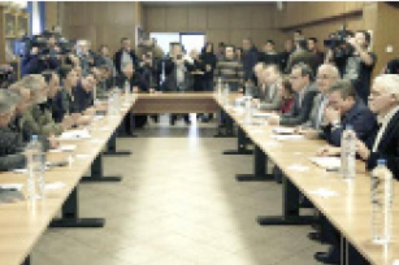 """Μετά την άκαρπη συνάντηση - Οργανώνουν """"μπλόκο"""" στην Αθήνα την Τρίτη οι αγρότες"""