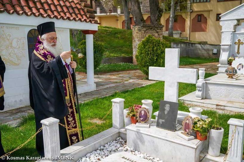 Τρισάγιο τέλεσε ο Σεβασμιώτατος για τους κεκοιμημένους στο Κοιμητήριο Βέροιας