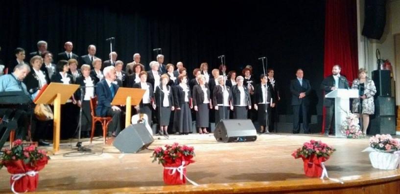 Όμορφη μελωδική βραδιά με τη χορωδία του ΚΑΠΗ Νάουσας (ΒΙΝΤΕΟ)