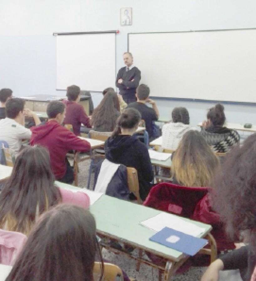 Ο  Δημήτρης Καρασάββας στο 3ο Γυμνάσιο Βέροιας με αφορμή την Ημέρα της Ποίησης