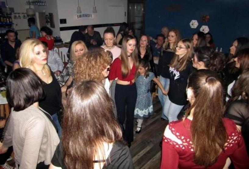 Ο χορός της νεολαίας του Συλλόγου Βλάχων Βέροιας. Φωτογραφίες