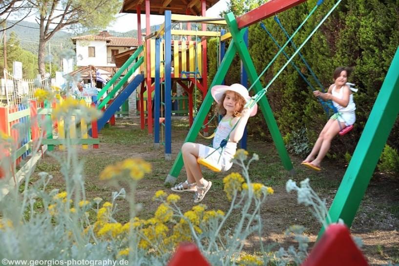 Καινούριες και πιστοποιημένες παιδικές χαρές στα χωριά της Νάουσας