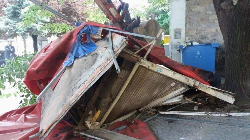 Αντί του παλιού περιπτέρου υπόγειοι κάδοι απορριμμάτων στην Πλατεία Διοικητηρίου στη Νάουσα