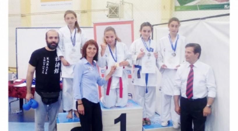 47 μετάλλια για τους αθλητές του Γ.Α.Σ. Καράτε ΕΡΜΗΣ στοκύπελλο Βορείου Ελλάδος στέλνοντας για ακόμα μια φορά το δικό τους μήνυμα...!!!