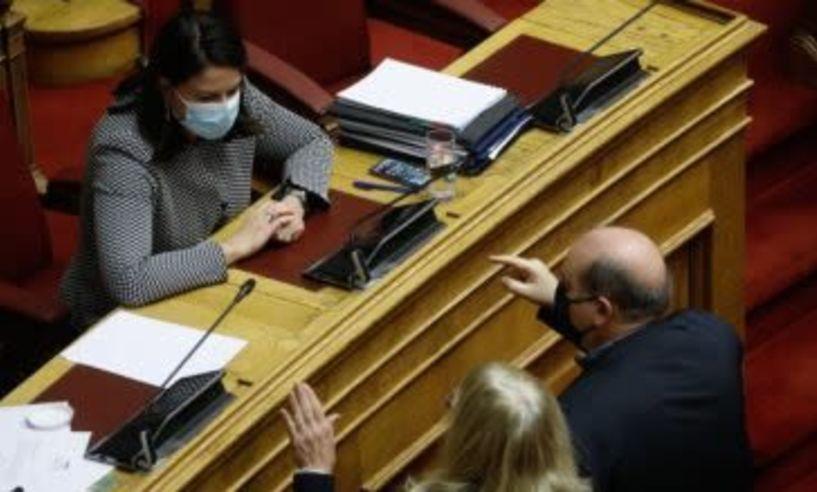Με 166 ψήφους «υπέρ» έναντι 132 «κατά» ψηφίσθηκε το νομοσχέδιο για την Τριτοβάθμια Εκπαίδευση