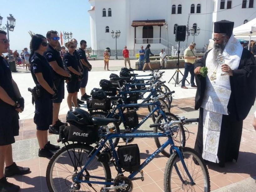 Με ηλεκτροκίνητα ποδήλατα και βερμούδα κατά της εγκληματικότητας