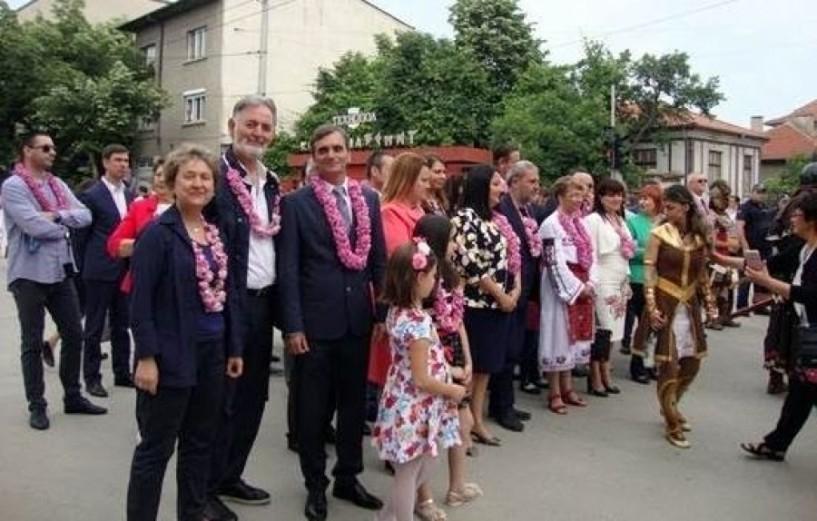 Στο 114ο φεστιβάλ των ρόδων στο Καζανλάκ ο πρόεδρος του ΔΗΠΕΘΕ και τριμελής  αντιπροσωπεία του δήμου Βέροιας