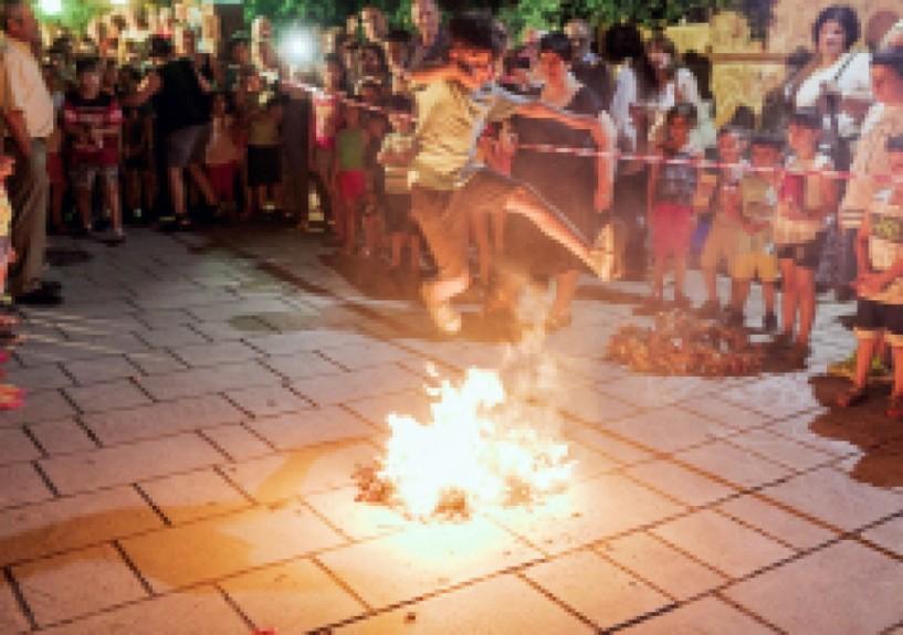 Oι φωτιές του Αη Γιαννιού θ΄ ανάψουν και φέτος στην Κυριώτισσα