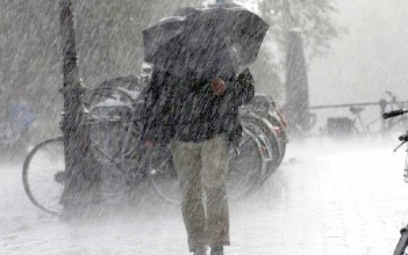 Επιδείνωση του καιρού με ισχυρές καταιγίδες  από σήμερα μέχρι τη Δευτέρα