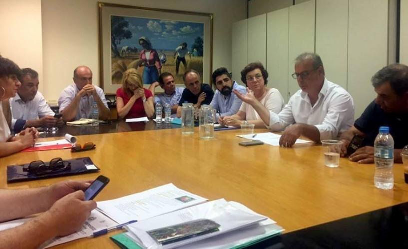 Γιαννακάκης στον πρόεδρο του ΕΛΓΑ: Αποδεδειγμένα από τη βροχόπτωση οι ζημιές στα ροδάκινα. Κουρεμπές: Θα το διερευνήσουμε κι εμείς. Ο.Π.: Να γίνουν δηλώσεις ζημιάς