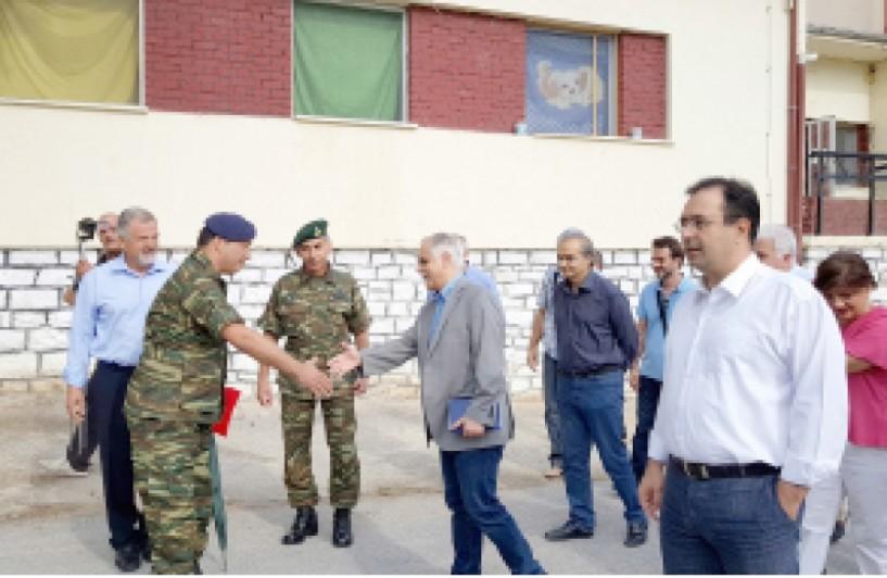 Ικανοποιημένος ο υπουργός Γ. Μπαλάφας από τη λειτουργία των Κέντρων φιλοξενίας προσφύγων σε Αγία Βαρβάρα και Αλεξάνδρεια