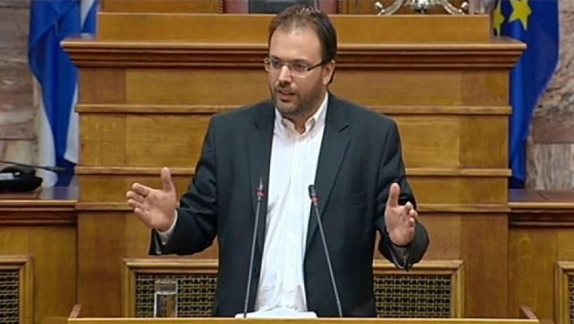 Θεοχαρόπουλος προς Κουρουμπλή στη Βουλή: «Ατυχία δεν είναι ότι το ναυάγιο έγινε τη νύχτα αλλά ότι υπουργός Ναυτιλίας είστε εσείς που δεν μπορέσατε να αντιδράσετε» (video)