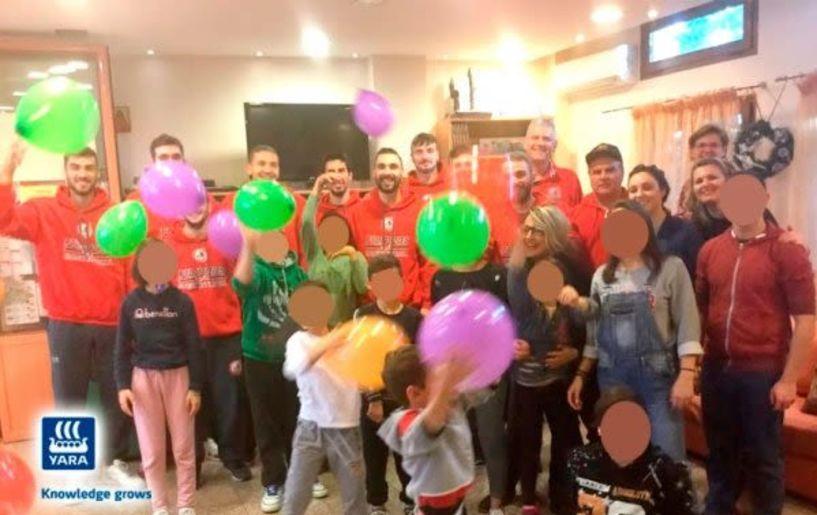 Μοίρασε  δώρα στην Πρωτοβουλία για το παιδί το τμήμα μπάσκετ του Φιλίππου