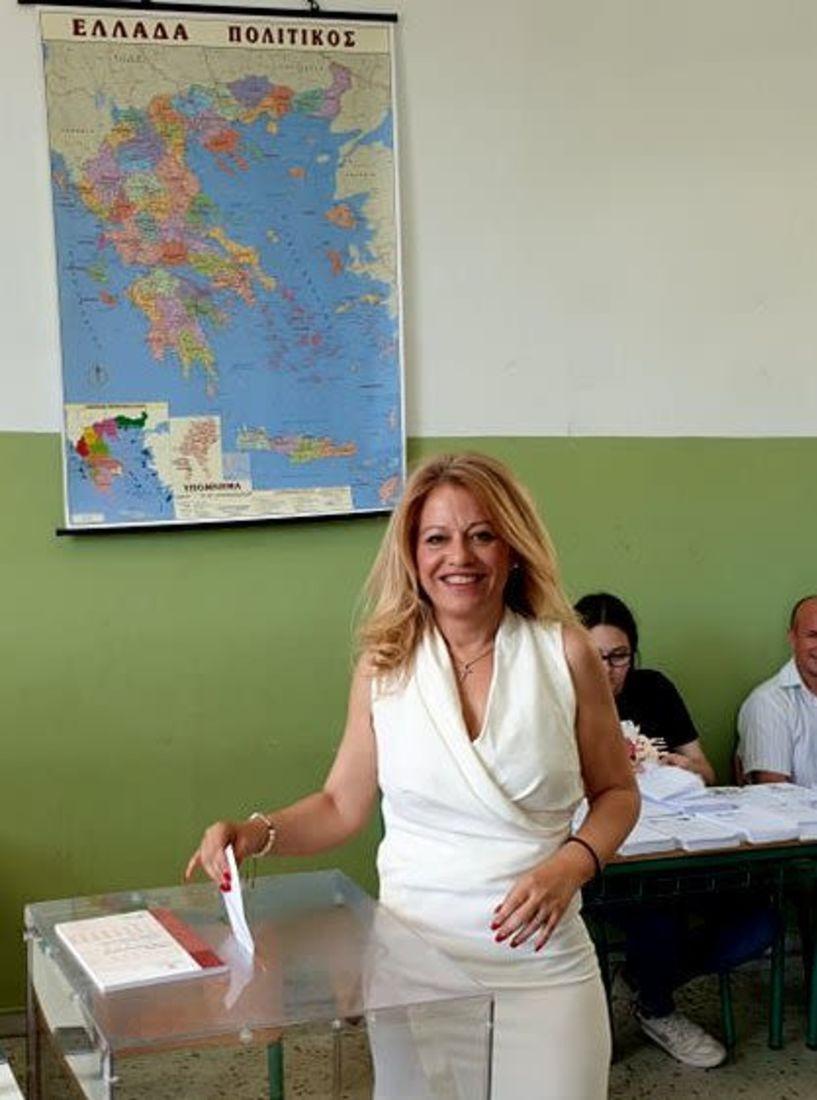 Άσκησε το εκλογικό της δικαίωμα η υποψήφια βουλευτής Ημαθίας, Νίκη Καρατζιούλα
