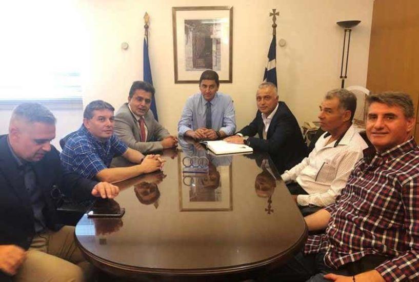 Στον Υφυπουργό Αθλητισμού Λευτέρη Αυγενάκη ο Λάζαρος Τσαβδαρίδης με την Ελληνική Ομοσπονδία Τετράθλου