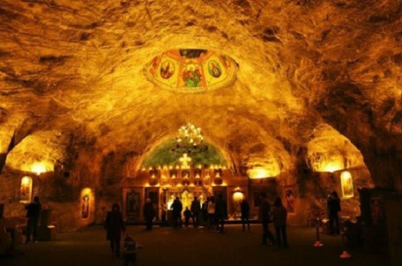 Ο Εντυπωσιακός υπόγειος Ναός της Αγίας Βαρβάρας φτιαγμένος από αλάτι! (Φωτογραφίες)