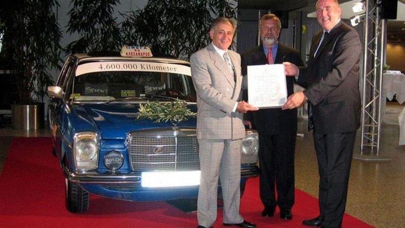 Ο Έλληνας ταξιτζής που έκανε 4,6 εκ. χιλιόμετρα με το ίδιο αυτοκίνητο!
