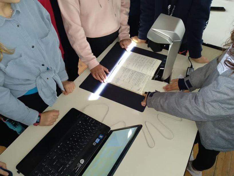 Μαθητές του Λαππείου Γυμνασίου Νάουσας ψηφιοποιούν το σχολικό τους αρχείο